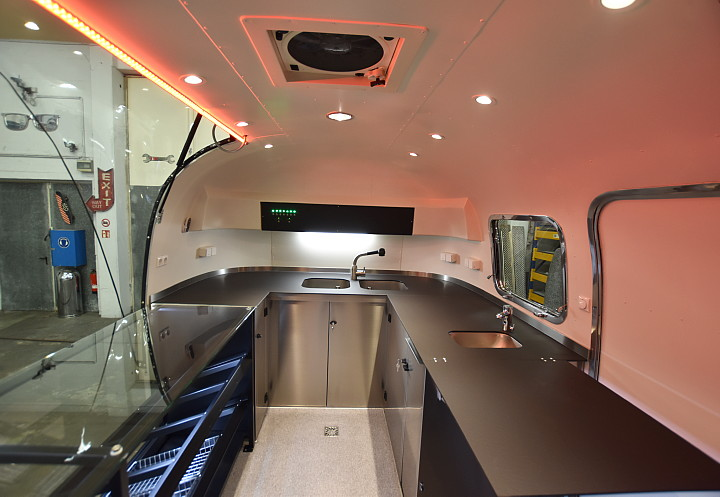 dunkin_donuts_airstream4u_interior_b.jpg