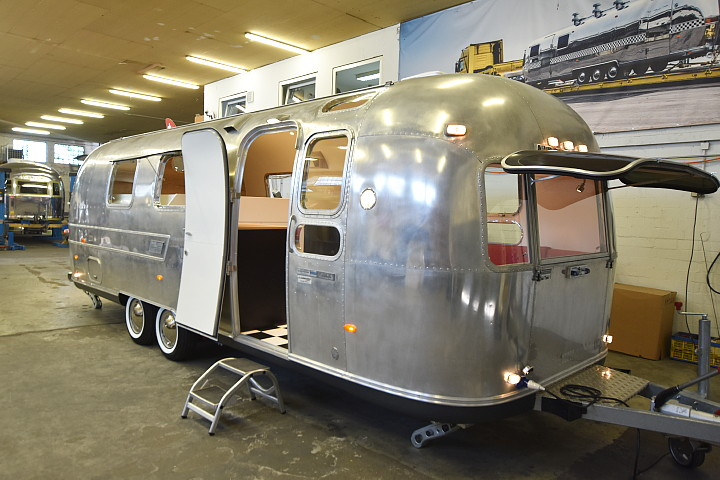airstream4u_custom_caravan_a.jpg