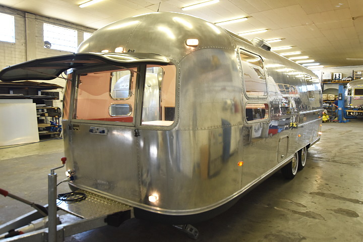 airstream4u_custom_caravan_b.jpg