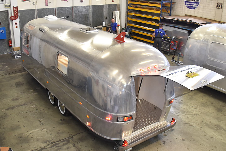 airstream4u_custom_caravan_c.jpg