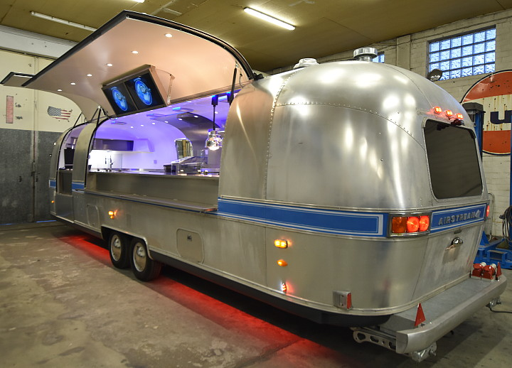 airstream_4u_herby_foodtruck_deluxe_catering_a.jpg