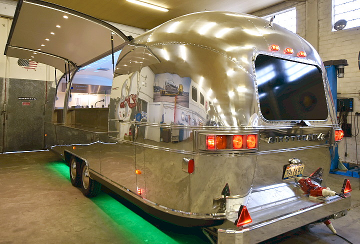 airstream_food_beer_trailer_deluxe.jpg