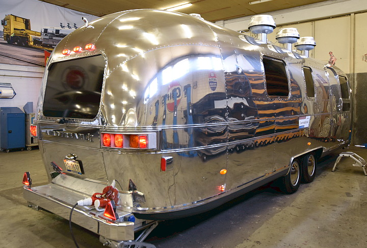 airstream_food_beer_trailer_deluxe3.jpg